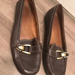Size 10 Naturalizer brown leather flats